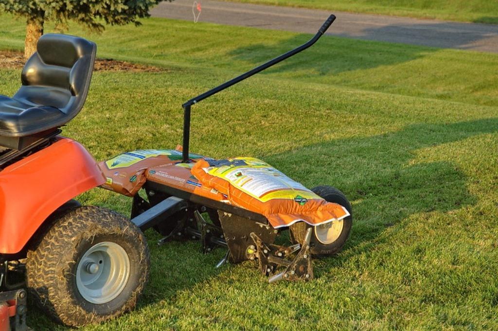 Best Plug Aerator for Lawns
